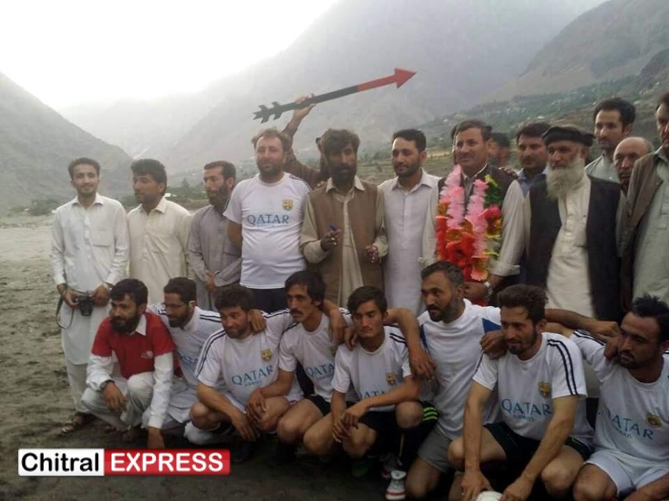Photo of کیسو جشن بہاران فٹ بال ٹورنمنٹ اختتام پذیر۔کیسو دروش نے درگندیزی دروش کو ہراکر فائنل جیت لیا،ایم پی اے سلیم خان فائنل میچ کے مہمان خصوصی تھے ۔
