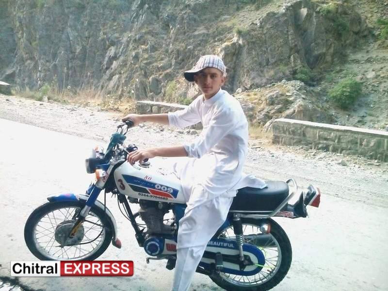 Photo of چترال دنین روڈ پر ٹریفک حادثے کے نتیجے میں موٹر سائیکل سوارجوان سال لڑکا جان بحق ہو گیا۔