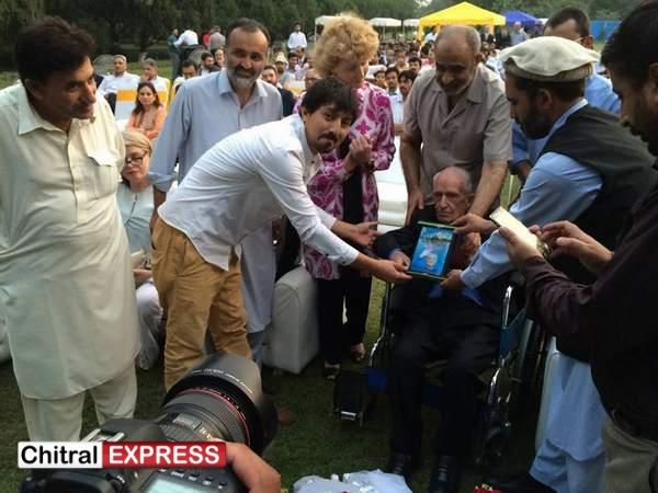 Photo of شاندار تعلیمی خدمات پر جی ڈی لینگ لینڈ کو''محسن پاکستان ڈاکٹر عبدالقدیر خان'' ایوارڈ دیا گیا